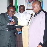 Ambassador Simeon Adekanye presents award to Jide Kosoko